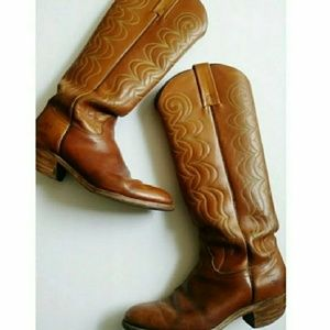 FRYE cognac vintage cowgirl boots!